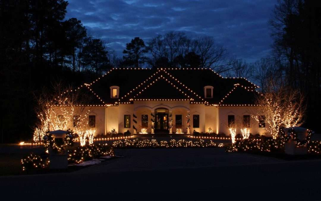 Why Should I Hire A Professional Holiday Lighting Service?