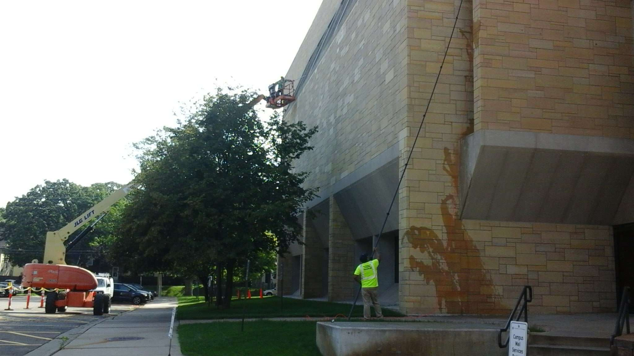 Get the Best Window Cleaning in Forest Lake - Lions Share Maintenance